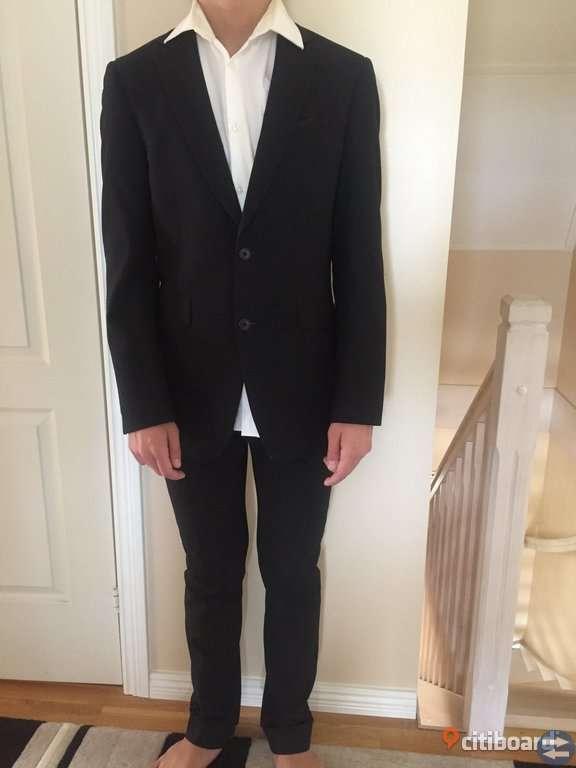 Kostym frän märket bläck i svart