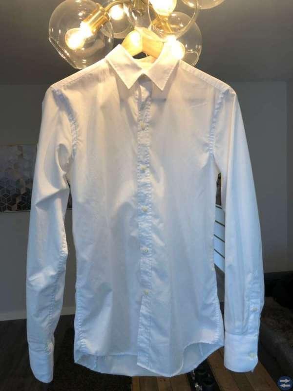 Kostym och vit skjorta till studenten
