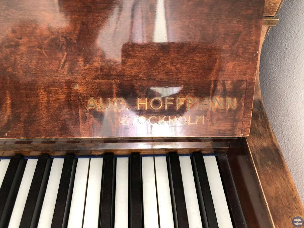 Piano August Hoffman