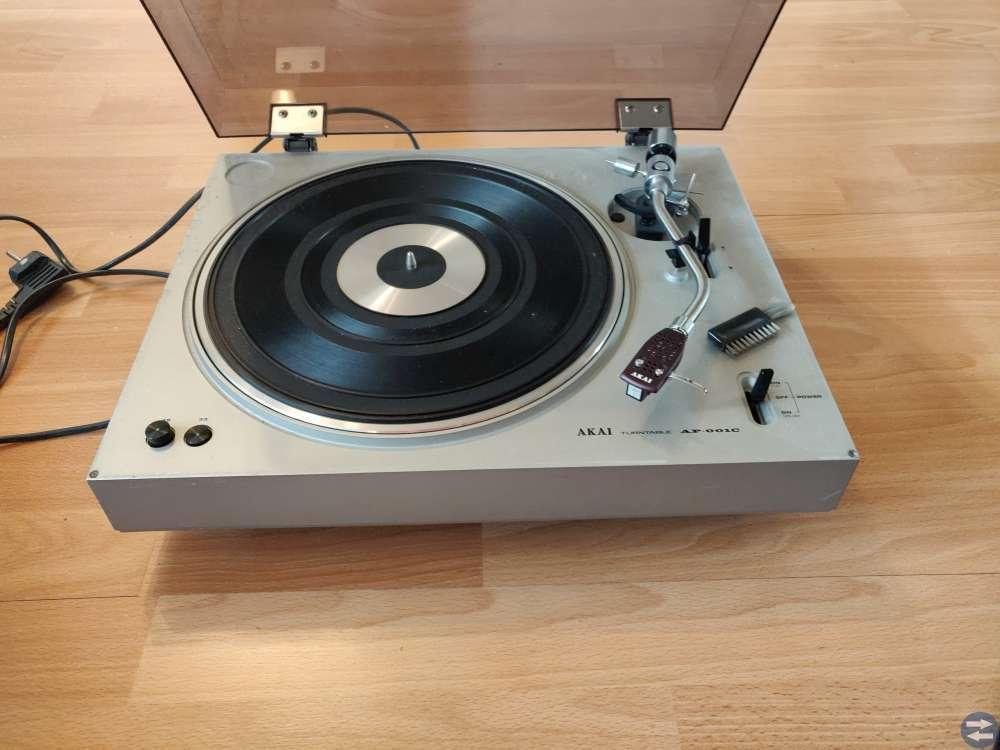 Skivspelare Akai AP-001C och Sansui FR-1080