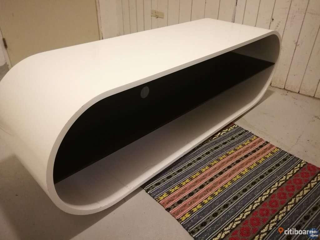 Vit TV-bänk med glasskiva (Mio)