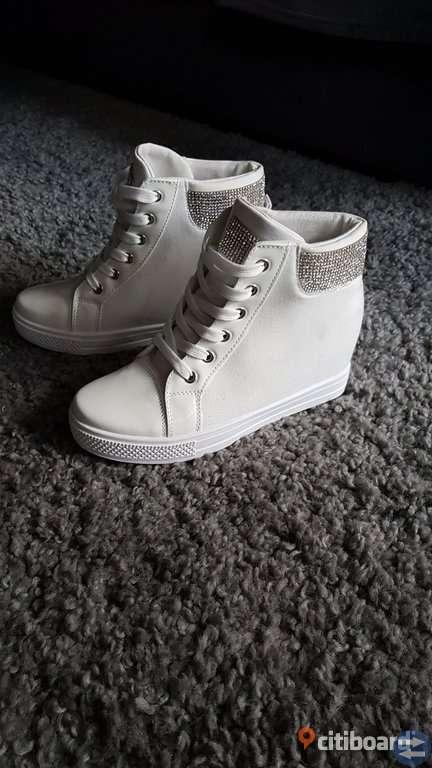 Nya sneakers 39