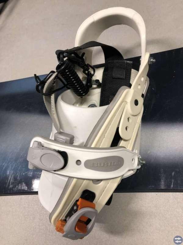 Snowboard + skor, binning, hjälm