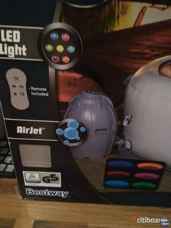 Bubbelpool med LED-belysning helt ny