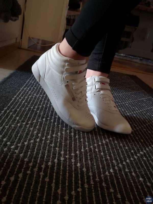 f6abcca1275 Säljer tjejens Reebok skor i storlek 37 som är endast använda en gång och  ser ut så gott som nya. Säljes pga. fel storlek för henne.