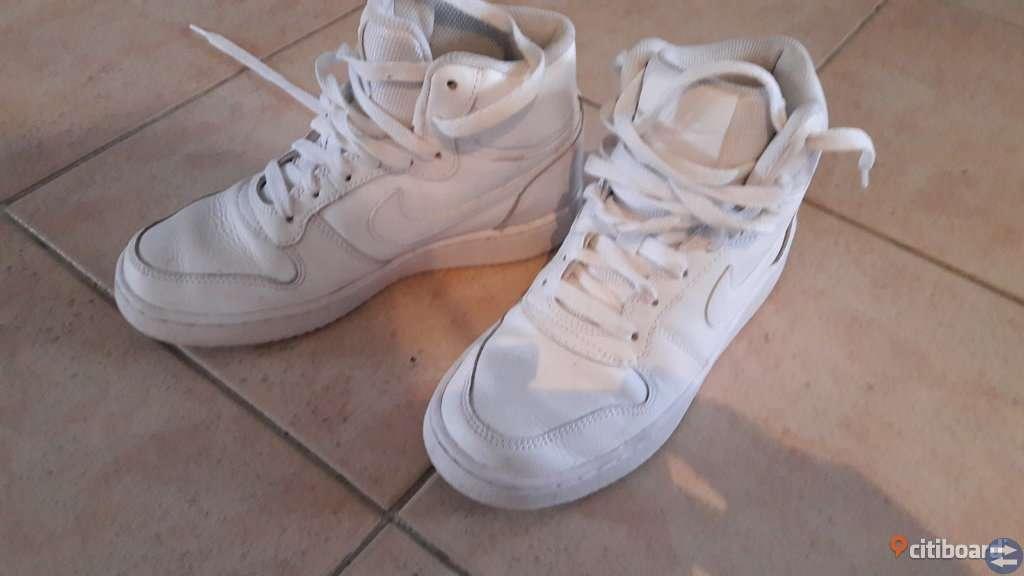 f00b7a64325 Nike skor - Vetlandatorget.se - Annonsera gratis på Vetlandas bästa ...