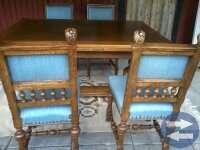 Ekbord med stolar