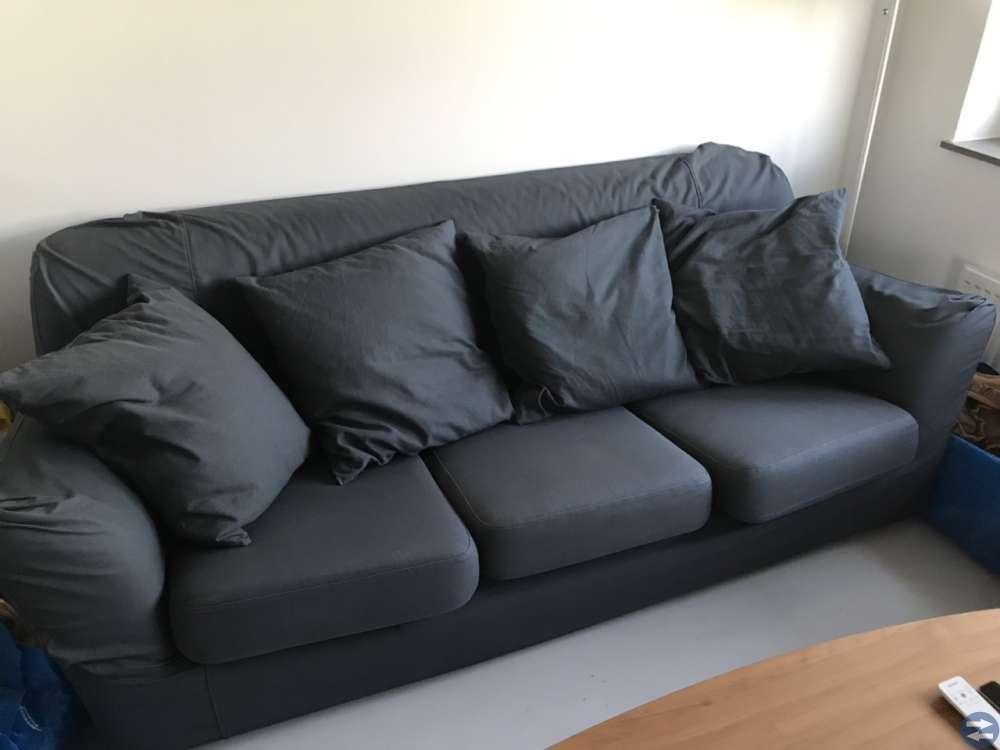 IKEA tomelilla soffa och fotpall