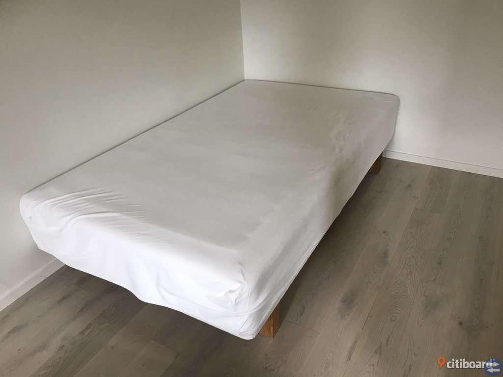 Ikea 120 säng säljes Möbler & Inredning i Karlshamn med stolar, soffa, soffbord, tv bänk, bord, byrå, lampor, mattor, bokhylla, säng, belysning,