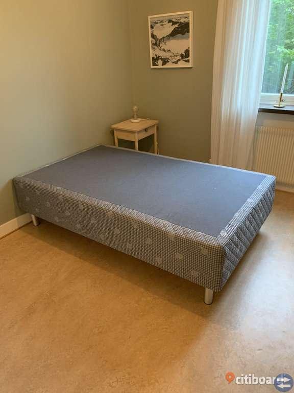 Kungsängen Säng 120cm inkl Bäddmadrass: 25-års Garanti medföljer.