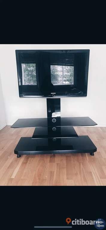 Samsung tv med tillhörande tv-bänk med stativ