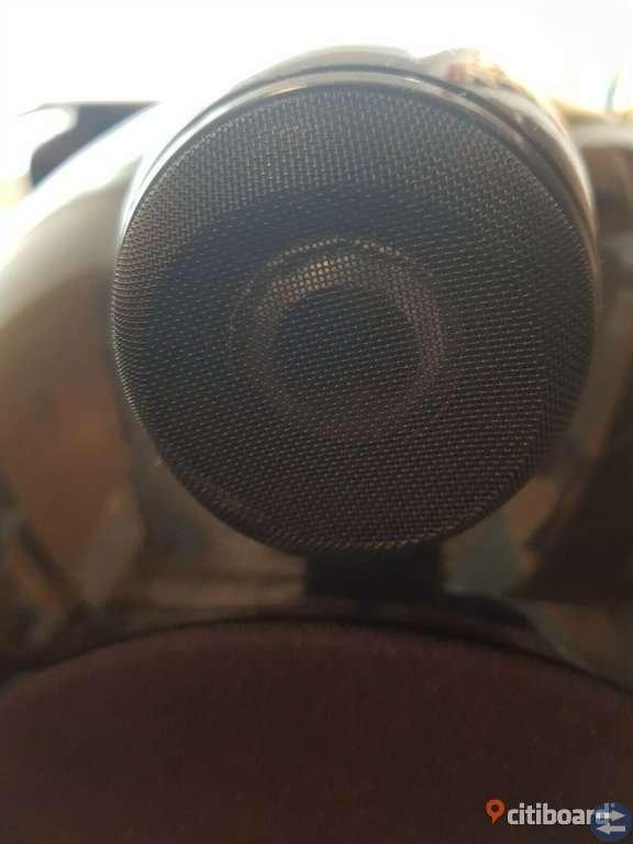 Bowers and Wilkins 802D högtalare på svart färg
