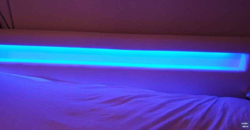 Säng med lyse