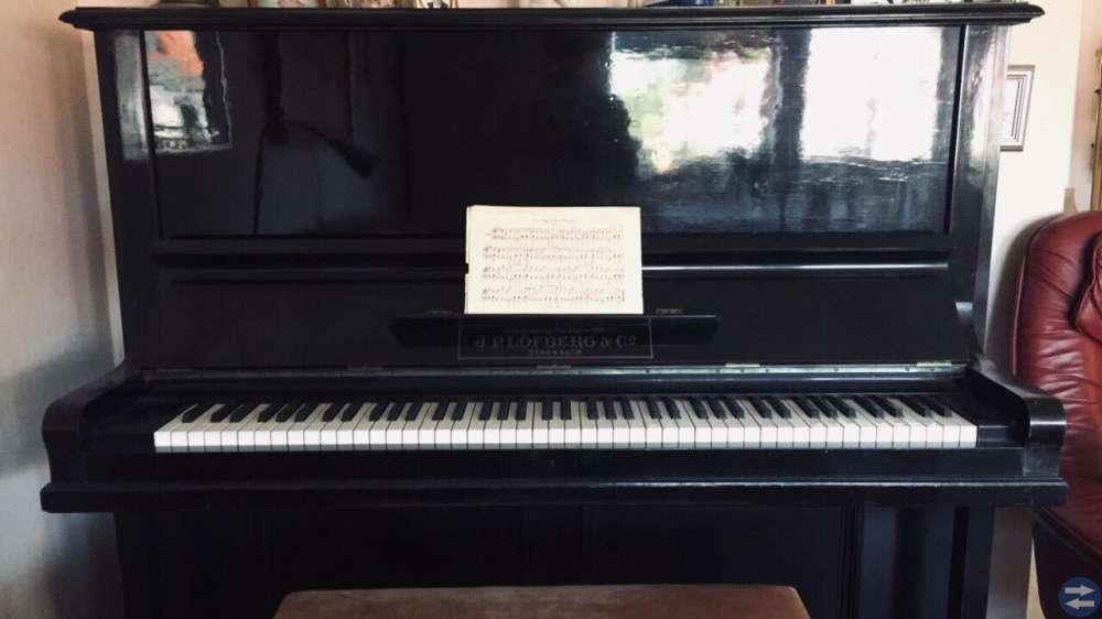 J. P. Löfberg& Co  Piano