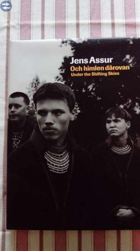 Jens Assurs fotoböcker, samt kamerastativ