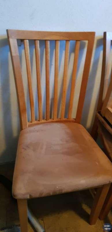Bord, massiv ek + 2 iläggs skivor och 6 stolar.