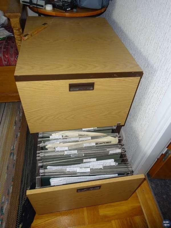 Dokumentskåp/skrivbordshurts med hänggmappar