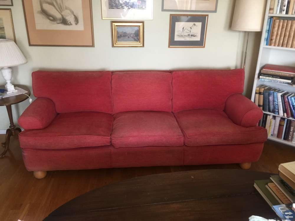 3-sitssoffa i mörkt gammalrosa sammetsplysch.