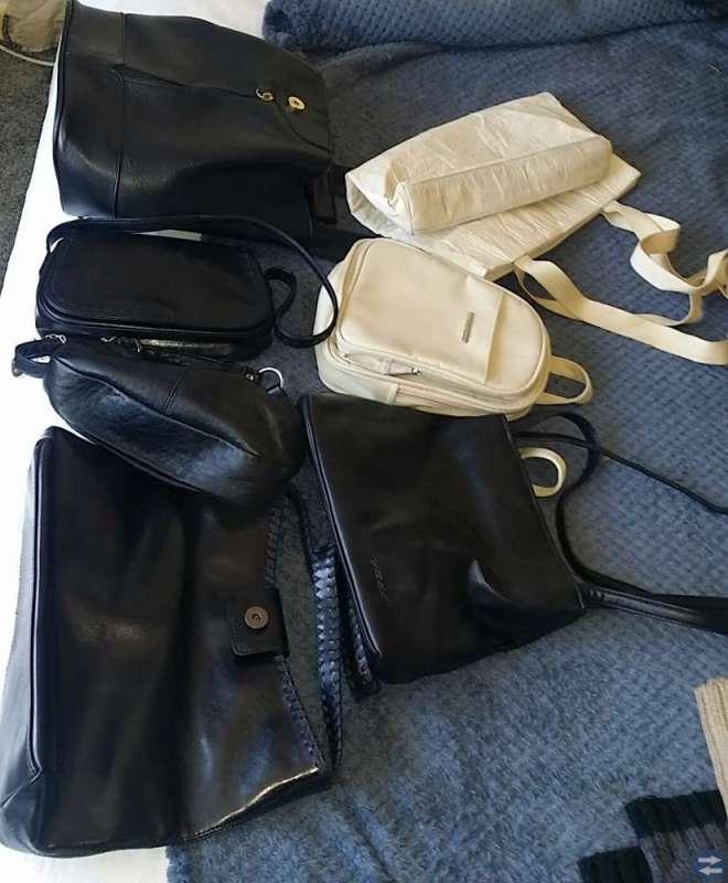Väskor i olika material och märken