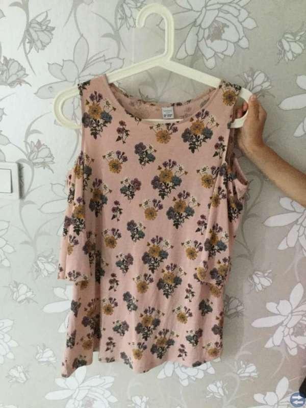 Blommig rosa tröja