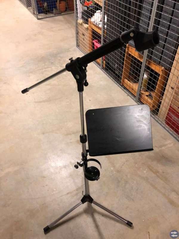 Mikrofonstativ med notställ samt glashållare