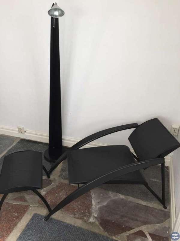Designfåtölj m.fotpall + golvlampa
