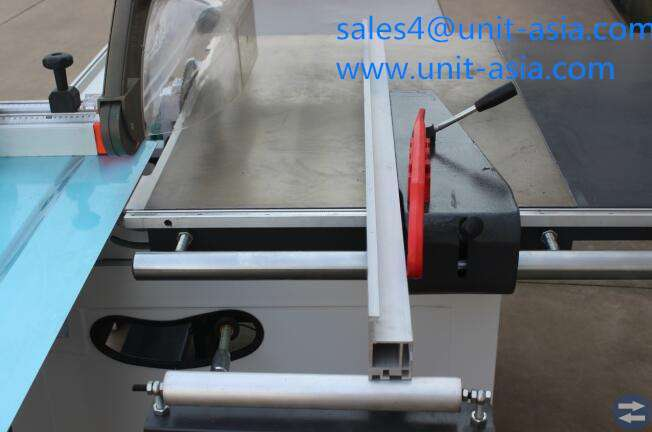 Panel Saw With Electric Tilting