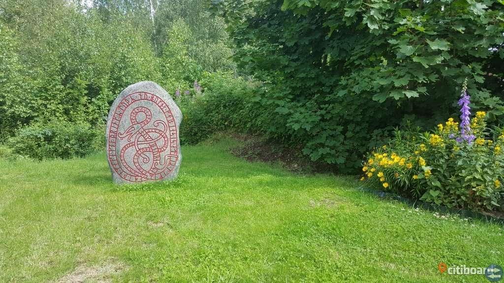 Handgjord RunSten i betong / Vikingatid Sten.