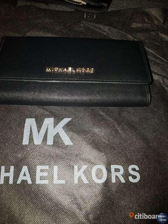 Nya Michael kors och Chanel plånbok och Michael kors väska