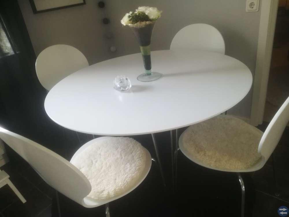 Mio bord med 4stolar