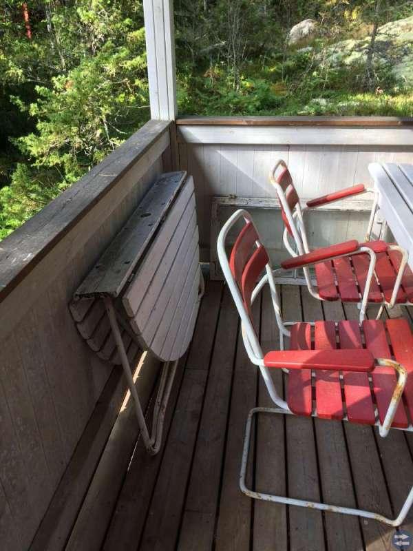 Trädgårdsmöbel 60-tal 4 stolar samt runt bord.