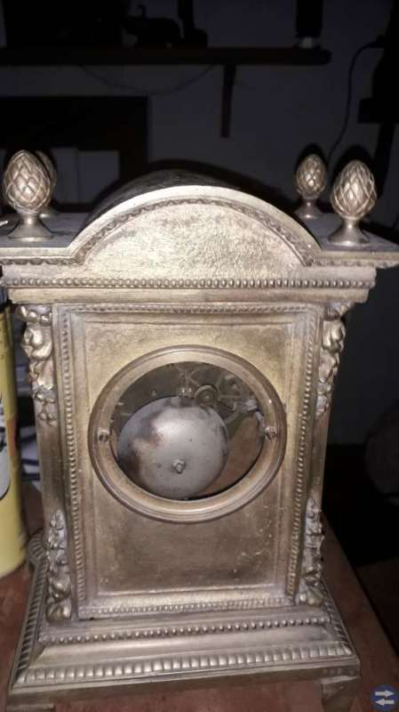 Antikt bordsur i brons