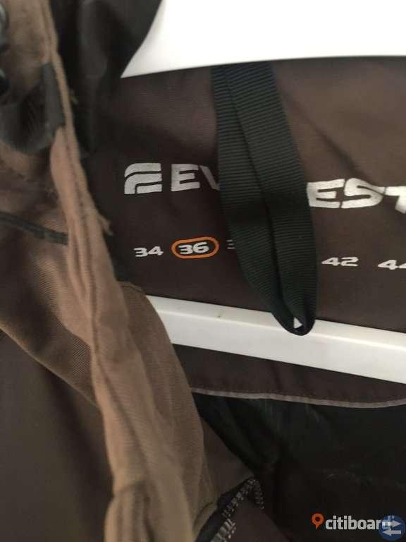 Mycket varm Everest dun jacka strl 36 Stockholmtorget.se Annonsera gratis på Stockholms bästa och största köp & sälj marknad