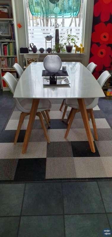 Köksbord + 4 st. Stolar