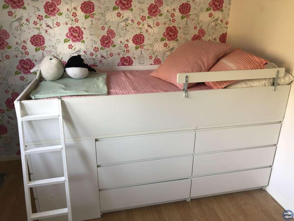Häftig sängstomme med massor av förvaring och koja