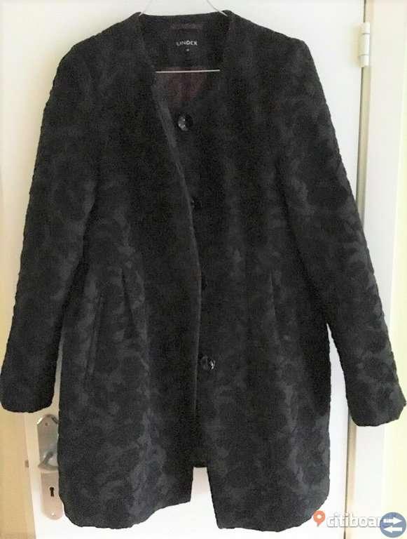 Fin svart kappa med ros/ brokadmönster, S/M
