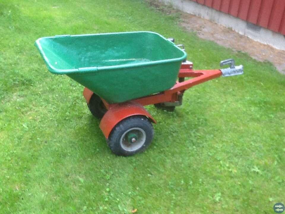 Vagnar till trädgårds traktor