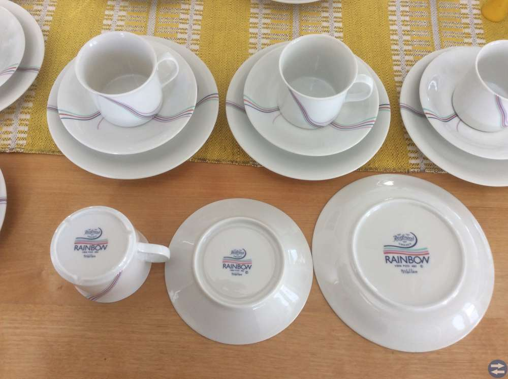 12 Kaffekoppar m assietter i nyskick