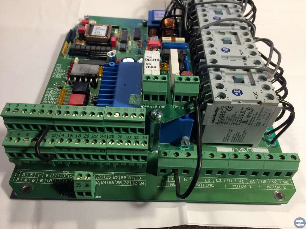 Styrautomatik för maskindrivna portar grindar bomm